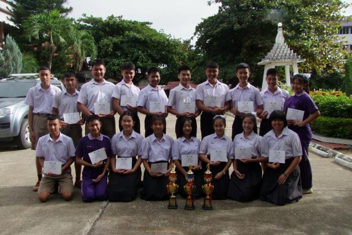 แสดงความยินดีกับรางวัลการแข่งขันกีฬาระหว่างโรงเรียนส่วนภูมิภาคจังหวัดลำพูนประจำปี 2560